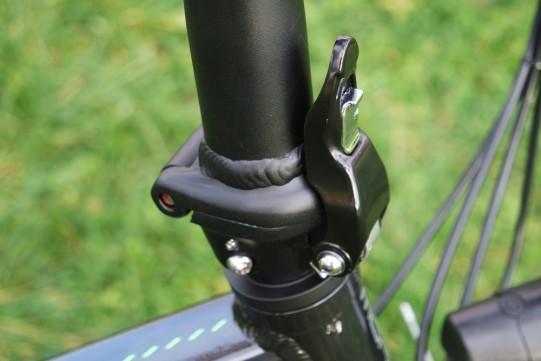 Plier le guidon du vélo