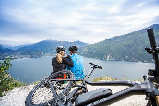 Vélo de montagne électrique avec Shimano STEPS E8000